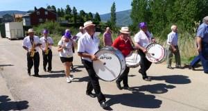 A charanga Os Imparables pon son á procesión de Santa Mariña en Rubiá