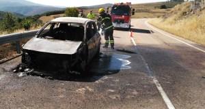 Arde un coche na estrada OU-533 á altura de Celeiros (O Bolo)