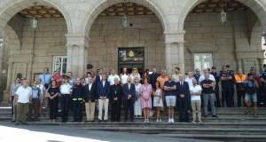 A capital garda silencio en repulsa dos atentados de Barcelona e Cambrils