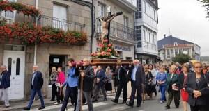 A procesión do Santo Cristo percorre as rúas de Trives