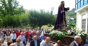 A imaxe do Nazareno, en procesión polo Barco