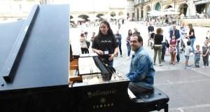 O son do piano envolve o centro de Ourense