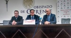 Acauto entrega a Cáritas un cheque de 6.000 euros das vendas no Salón do Automóbil