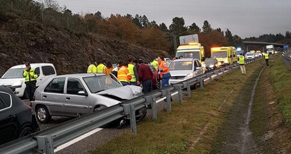 Accidente múltiple na A-52, en dirección a Ourense