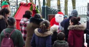 Papá Noel achégase ata O Barco no marco da campaña de Nadal de AEVA e do CCA