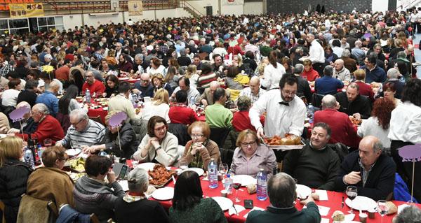 Máis de 1.300 persoas asisten á XVIII Festa do Botelo no pavillón de Calabagueiros do Barco