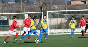 Intensa e soleada xornada de fútbol no campo do Aguillón