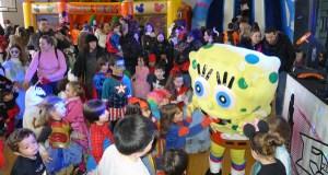 Bob Esponja e Pocoyó animan a festa infantil de disfraces no Barco