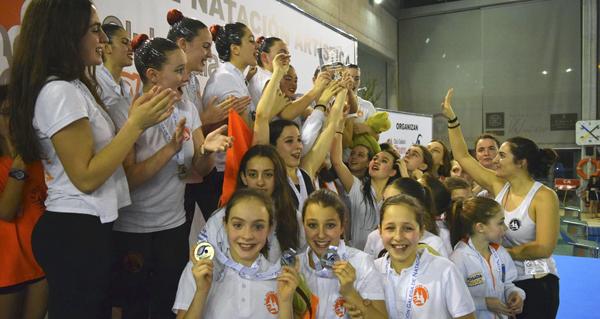Dous ouros e catro pratas para o Sincro Ourense, campión galego de inverno de natación artística