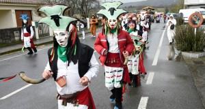 Entre Vergalleiros, comparsas e o son trivés do Folión A Caniceira en Sarreaus