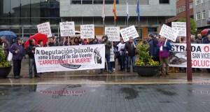 Os veciños de San Vicente seguen mobilizándose e piden solucións para a súa estrada