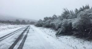 A neve complica a circulación polas estradas ourensás