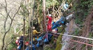 Barranquismo e escalada para limpar o arroio de Fervenza