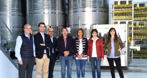 A delegada provincial da Xunta visita a adega Luar do Sil en Seadur (Larouco)
