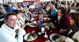 Unhas 400 persoas asisten á Festa do Cordeiro en Larouco