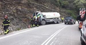 Accidente dun camión en Casaio