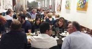 Un cento de persoas desfrutan da cea-maridaxe das I Xornadas de Valdeorras na Coruña