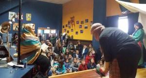 Solidariedade con forma de artesanía, petiscos, música e contos en Manzaneda