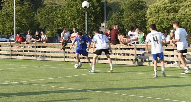 Torneo de fútbol na pista deportiva O Chao, no Barco de Valdeorras