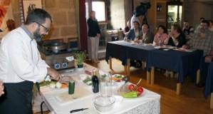O chef barquense Carlos Parra imparte formación práctica no Castelo de Maceda