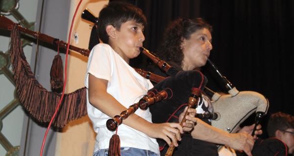 Abertal despide o curso cun festival musical e unha cea