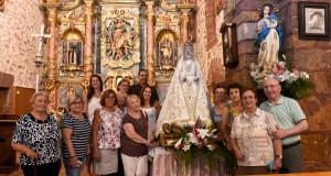 A Virxe da Asunción estrea manto na procesión de Vilanova (O Barco)