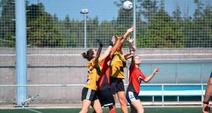 O equipo feminino do Auriense FG, no torneo internacional de fútbol gaélico celebrado en Santiago de Compostela