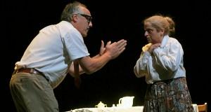 """Os actores valdeorreses conquistan ao público coa representación de """"En Familia"""""""