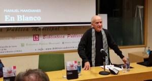 """Manuel Mandianes presenta a súa primeira novela, """"En Blanco"""", na Biblioteca de Verín"""