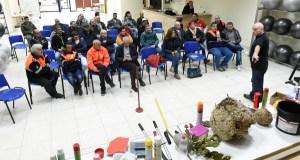 O experto en velutina Lolo Andrade aborda en Valdeorras a problemática deste insecto invasor e como loitar contra el
