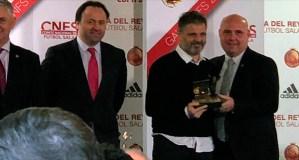Xocas Miranda recolle en Madrid o premio do CNFS como mellor adestrador de 2ª B (grupo 1)