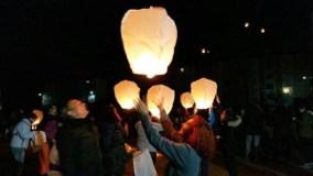 Lanzamento de faroliños voadores solidarios en Trives e visita de Papá Noel