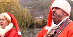 AEVA e O Barco CCA felicitan o Nadal cantando un vilancico
