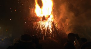O lume vence á chuvia na Festa dos Fachós de Castro Caldelas