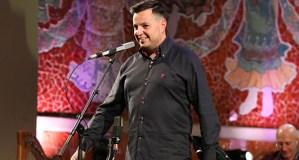 O gaiteiro ourensán Jhonathan Ferreira acompaña a Carlos Núñez no concerto de Fin de Ano