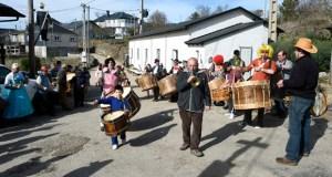 O Folión de Buxán celebra a súa ruta de adegas tocando e comendo por todo o pobo