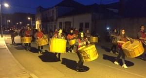 Vilamartín dá a benvida ao Entroido co desfile de folións