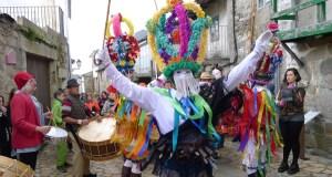 As Mázcaras despregan o seu baile polas rúas de Manzaneda
