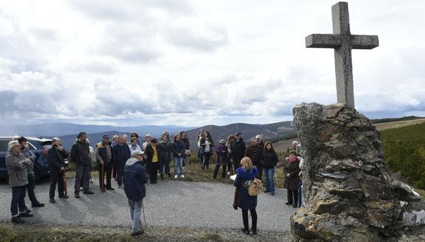 Percorrendo o Vía Crucis da Serra (A Veiga), o máis alto de Galicia