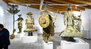 """A mostra de traxes """"Douche a Galbana"""", na sala de exposicións do Concello de Viana"""