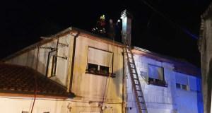 Arde o tellado dunha vivenda en Sobrado (Trives)