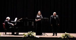 Recital de ópera e zarzuela na Rúa da man de Montserrat Mart í Caballé e de Luis Santana