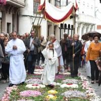 A procesión do Corpus Christi no Barco, deslucida pola chuvia