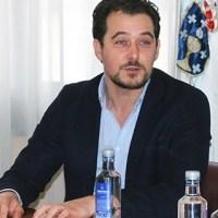 O popular Álvaro J. Fernández toma posesión como novo alcalde da Rúa