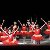 A academia de danza Bayadère pecha o curso cun animado e divertido festival no Barco