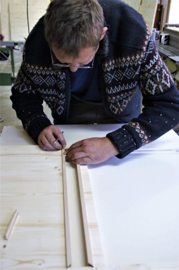 Handgefertigte Holzrähmchen für die Lüftungsgitter