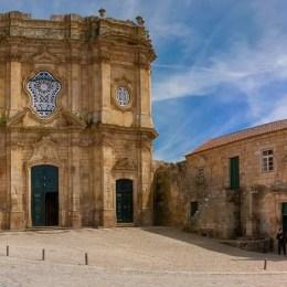 Panorama da fachada do Mosteiro de Santa Maria de Salzedas