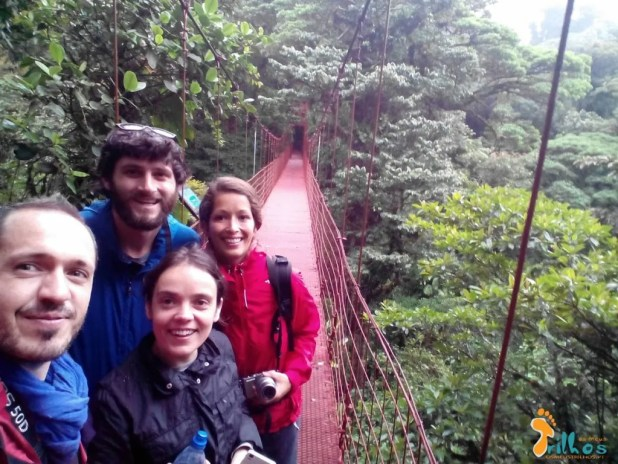 https://www.osmeustrilhos.pt/wp-content/uploads/2015/04/Monteverde-Ponte-suspensa-amigos-1.jpg