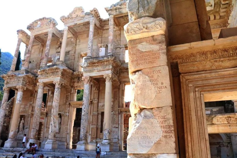 Celsus_library_in_ephesus