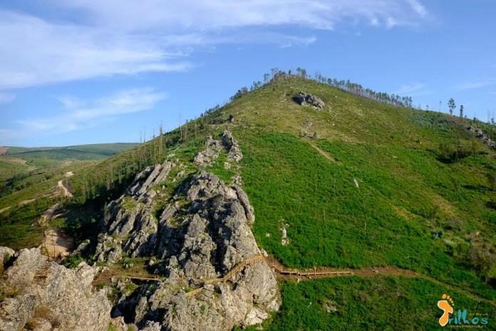 Vista panorâmica dos Passadiços do Orvalho e alinhamentos quartzíticos